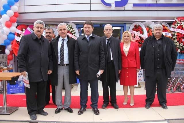 Yeni İstanbul Marketi'nin Açılışı Gerçekleşti 12
