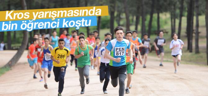Kros Yarışmasında Bin Öğrenci Koştu