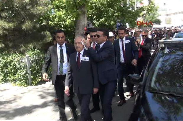 CHP lideri Kılıçdaroğlu'na şehit cenazesinde yumurtalı saldırı