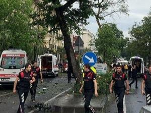 Fatih'de çevik kuvvet aracına bombalı saldırı!