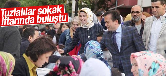 Tuzla Belediyesi Binlerce kişiyi Sokak İftarında Buluşturdu