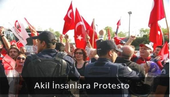Akil İnsanlara Protesto