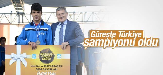 Güreşte Türkiye Şampiyonu Oldu