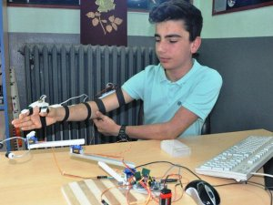 Bartınlı Lise Öğrencisi Polisler için kol yaptı!