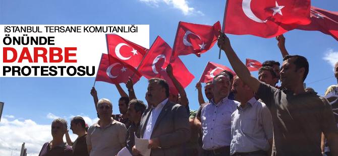 İstanbul Tersane Komutanlığı önünde darbe protestosu