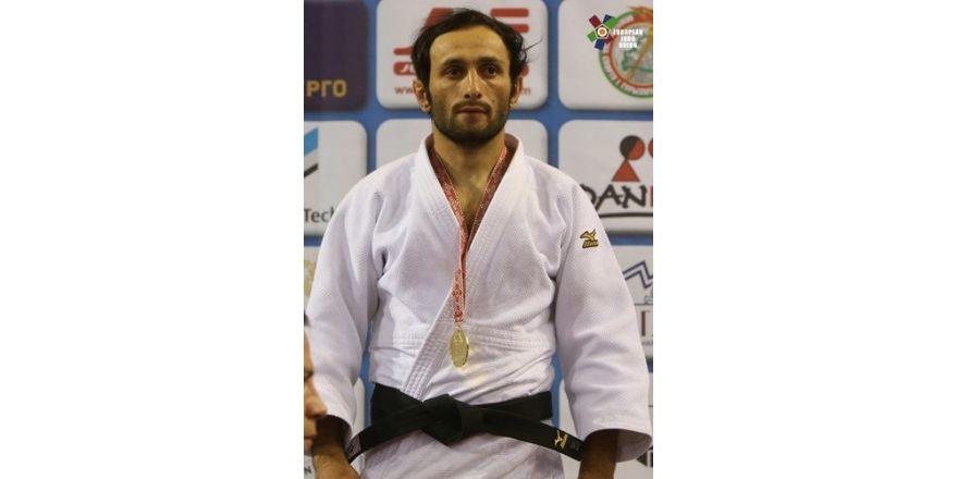 Bekir Özlü, judoda altın madalya kazandı