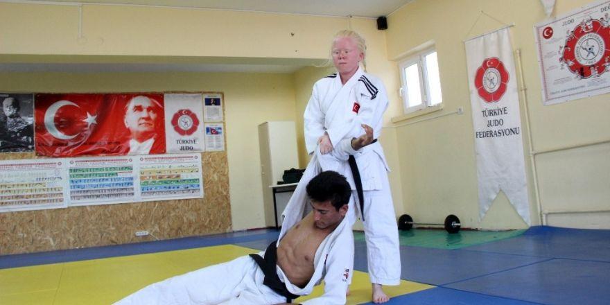 Albino hastası judocu Cahide'nin hedefi gençlik olimpiyatlarında altın madalya