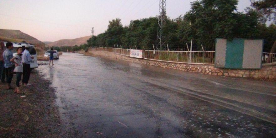 Mardin'de içme suyu şebekesi patladı