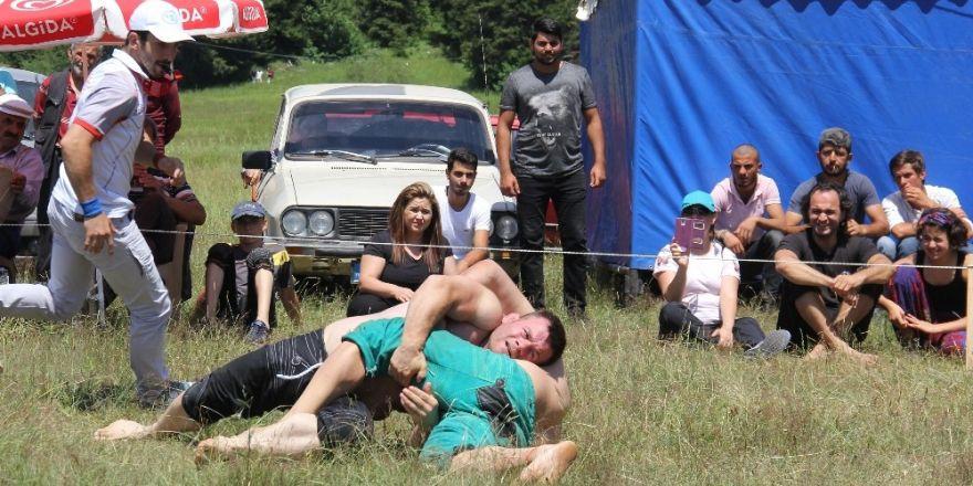 Sıcaktan bunalan vatandaşlar yaylaya akın etti