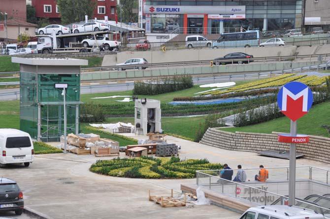 Pendik Metro İstasyonu modern meydanıyla da dikkat çekiyor