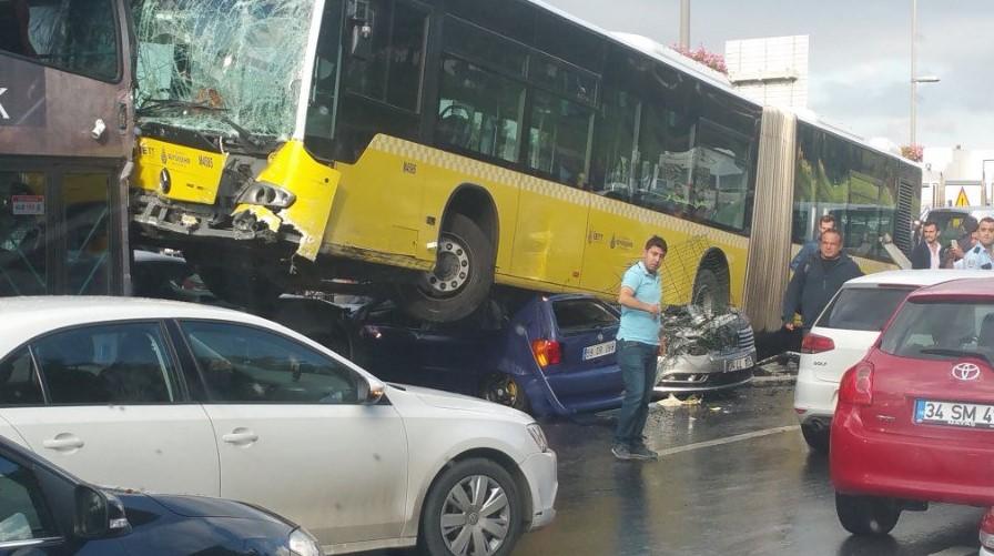 Metrobüs kazasından İlk görüntüler