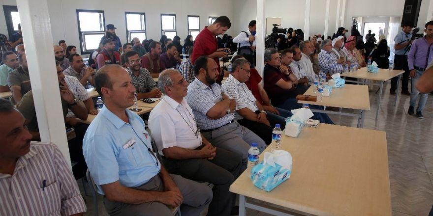 Suriye'de savaş ortamında başarılı olan öğrenciler ödüllendirildi