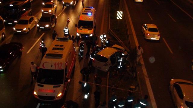 Kartal'da takla atan otomobil trafiği felç etti
