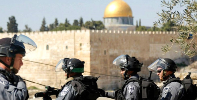 Müslümanlar Mescid-i Aksa'ya Dönüyor