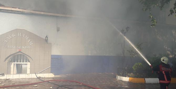 Tarihi hamam alev alev yandı, Kasımpaşa sokağa döküldü!
