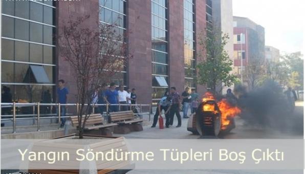 Sultanbeyli Kaymakamlığı Önünde Yangın
