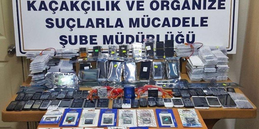Polis 39 adet gümrük kaçağı cep telefonu ele geçirdi