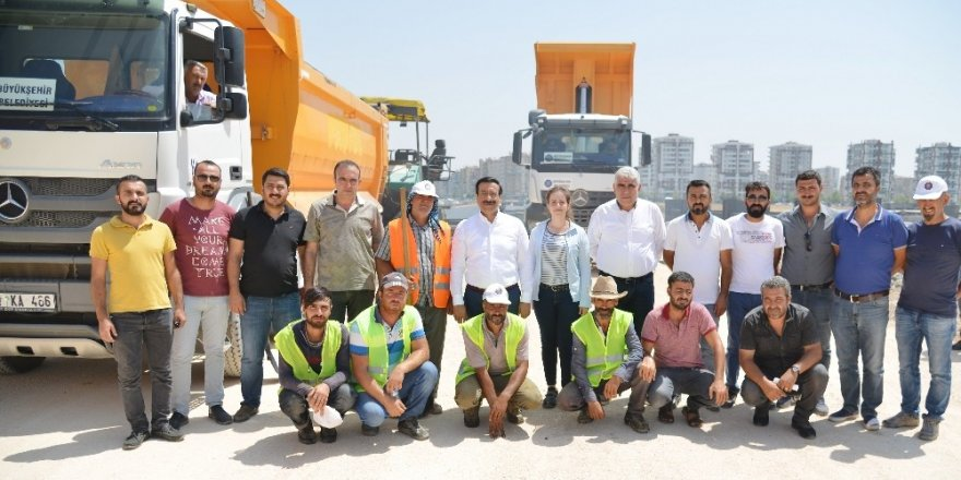 Başkan Atilla, asfalt çalışmasını denetledi
