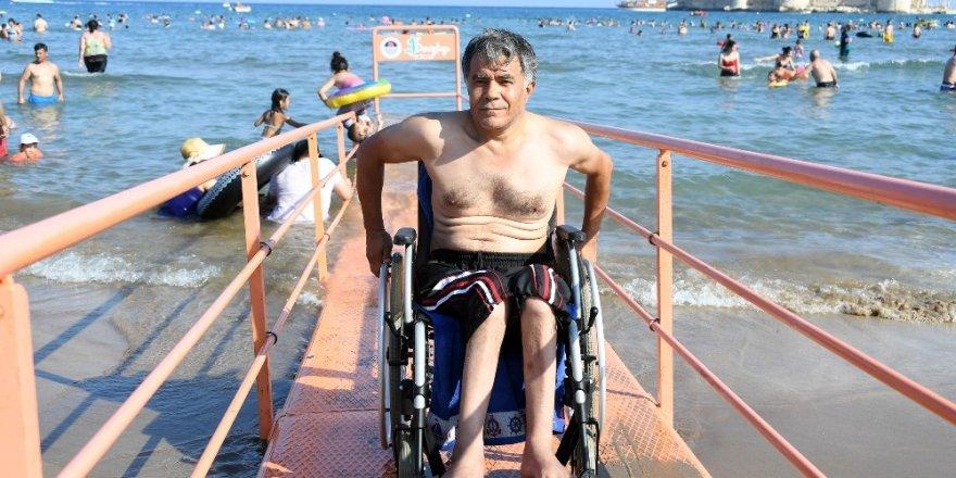 Uluslararası standartlardaki engelli plajı, Türkiye'nin her yerinden ilgi gördü