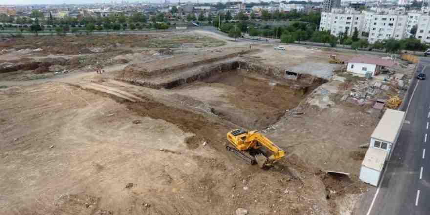 Yüreğir'in ilk kapalı yüzme havuzu ve spor kompleksi inşaatı başladı