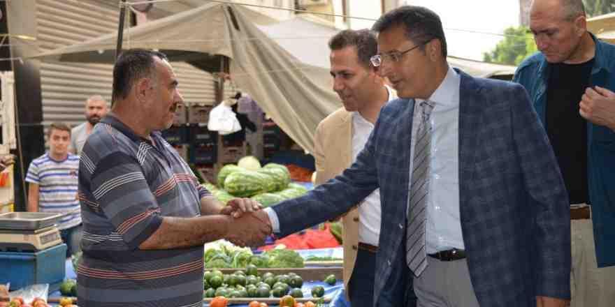Başkan Pamuk, pazarcıların sorunlarını dinledi