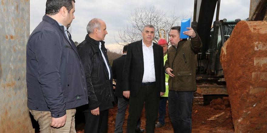 CHP'li belediyeyi ağaçlara sarılarak protesto ettiler
