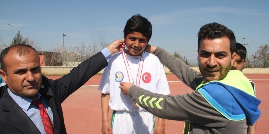 Gaziantep'te 15 yaşındaki çocuk polis bıçakladı