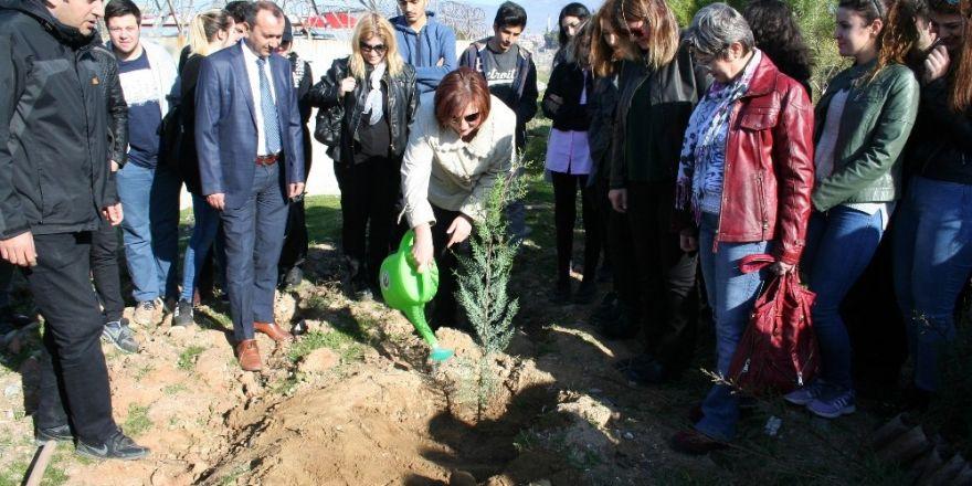 Ahmet Davutoğlu, CHP ve MHP liderlerini tebrik etti