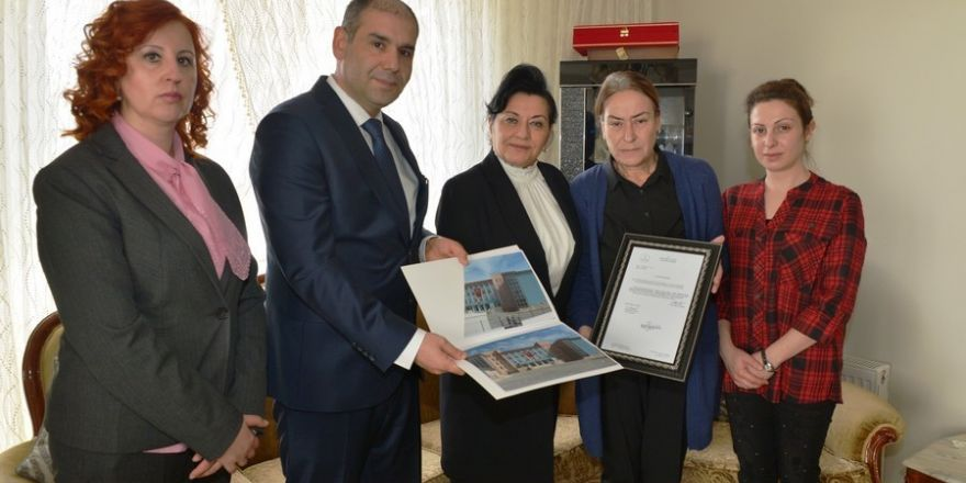 Erdoğan'dan şehit Erol Olçok ve oğlunun mezarına ziyaret