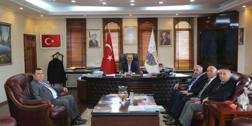 Zonguldaklı esnaf belediye başkanını rehin aldı