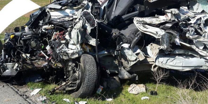 İstanbul Otogarı girişinde kaza: 1 ölü 2 yaralı