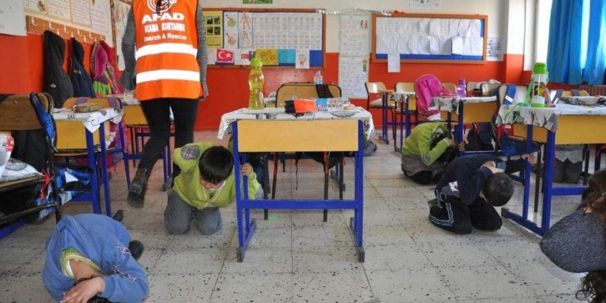 İhraç edilen öğretmenler maaşının yarısını geri ödeyecek