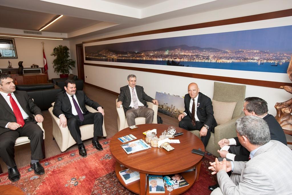 Karadenizlilerden Başkan ÖZ'e Tebrik Ziyareti