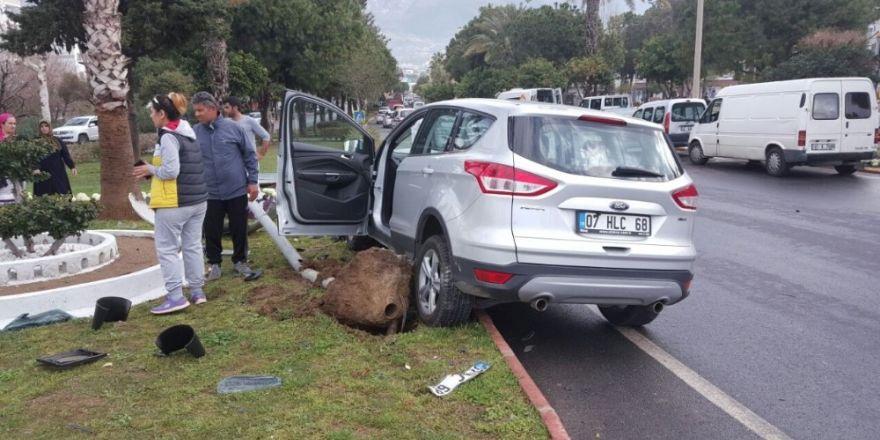 Şanlıurfa'da Otomobil bagajında 90 kilo esrar bulundu