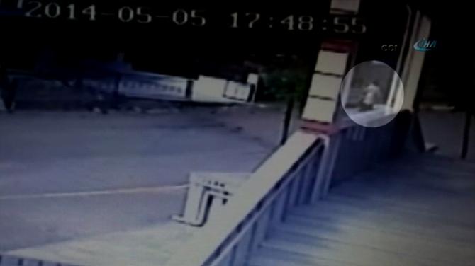 Pendik'te bir anne bebeğini çöpe attı
