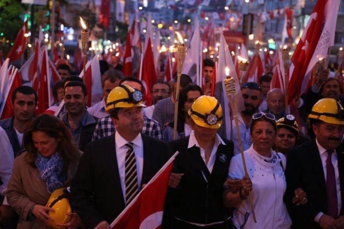 Maltepe 19 Mayıs'a ve Soma Emekçilerine Sahip Çıkıyor