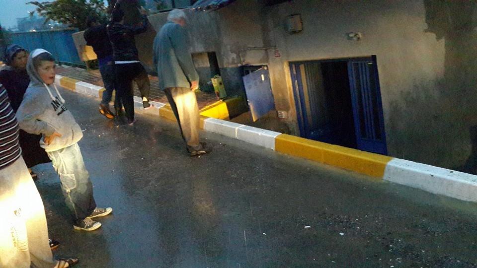 Kavakpınar'da Ev ve İşyerlerini Su Bastı