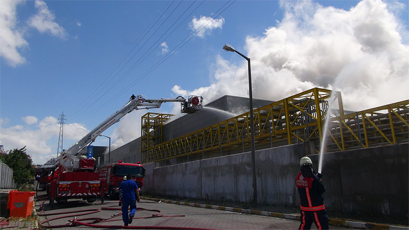 Tuzla Kimyacılar Sanayi Sitesi'nde yangın