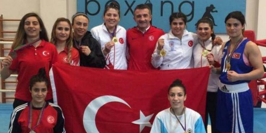 Kadın boksörler Bakü'de fırtına gibi esti