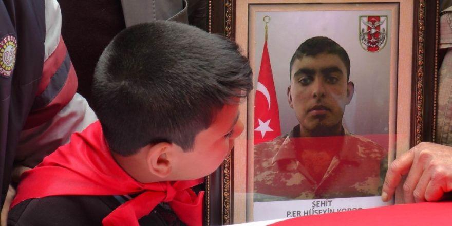 Suriye sınırında şehit olan asker son yolculuğuna uğurlandı