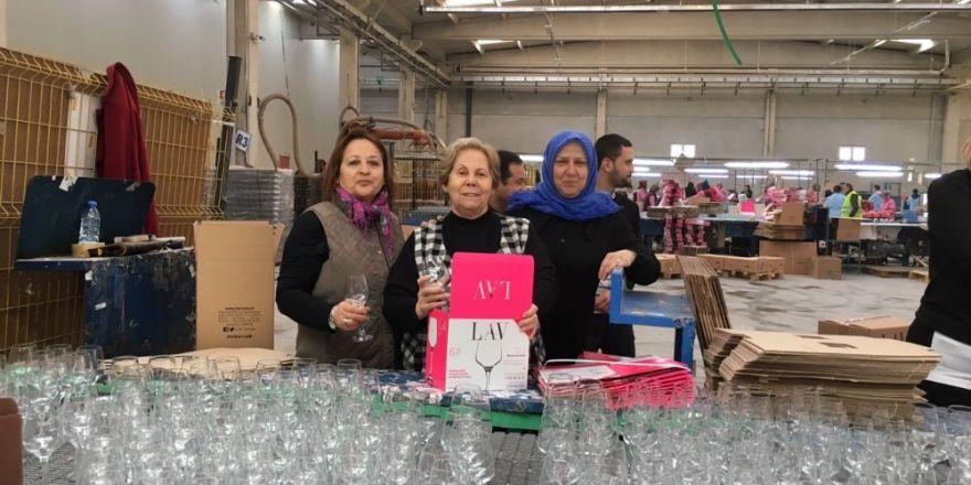 Bağışa teşekkür için fabrikasında mesai yaptılar