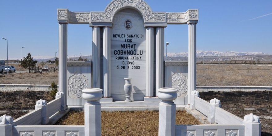 Aşık Murat Çobanoğlu mezarı başında anıldı