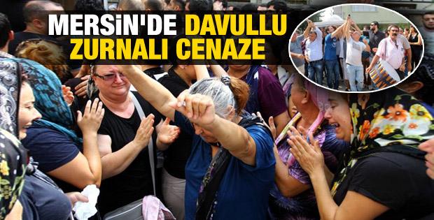 Mersin'de ölen gencin cenazesinde ağlayarak oynandı