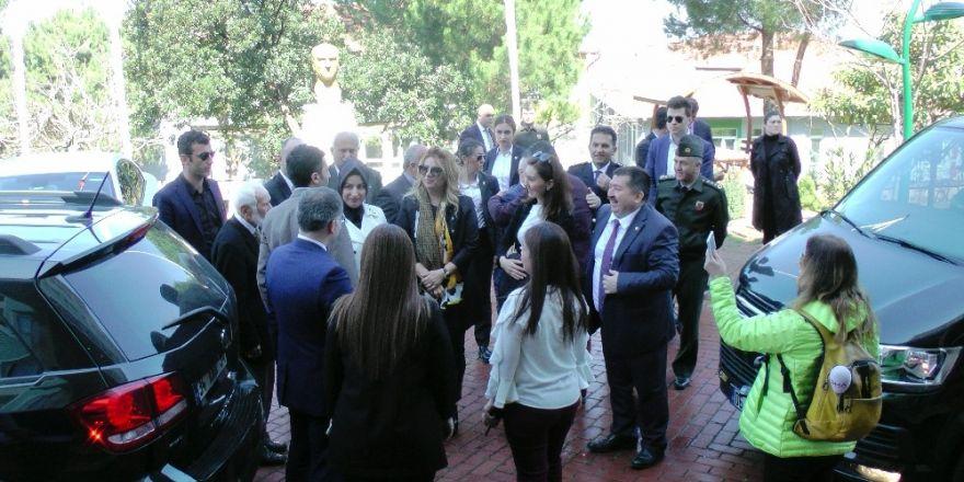 Başbakan Yıldırım'ın kardeşi ve kızı Akçakoca'da