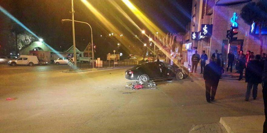 Motosiklet otomobille çarpıştı: 2 ölü, 2 yaralı