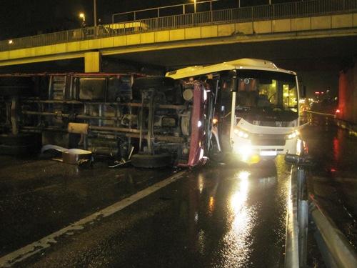 Maltepe'de zincirleme kaza trafiği alt üst etti