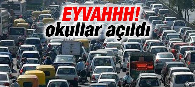 Okullar açıldı İstanbul'da trafik kilitlendi