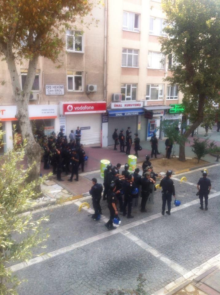 HDP'li grub Pendik Ak Parti İlçe Binasına yürümek istedi