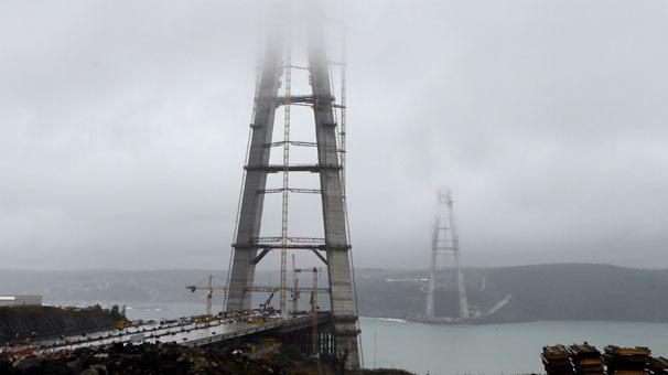 Köprünün kuleleri 300 metreyi aştı