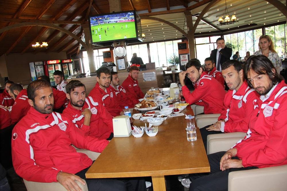 Pendikspor'dan Futbolculara Moral Kahvaltısı